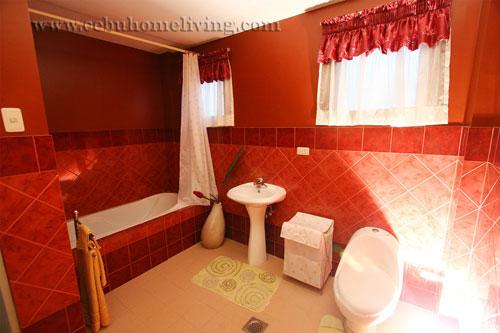 masters_Bathroom.jpg